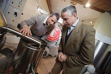 Olio Costa-Lorenzo Costa fu Eugenio-Genova dal 1860-spremitura a freddo-olio italiano-prodotto italiano-genova-italia
